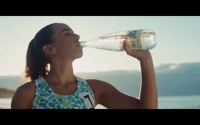 Vichy Catalan vincula la promoción de su nueva botella de 500 ml al voley playa