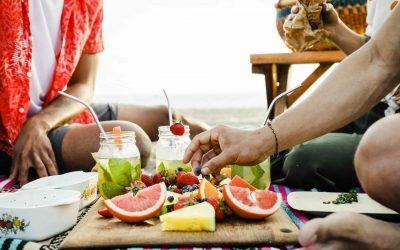 Qué llevarte a la playa o la piscina para comer y beber